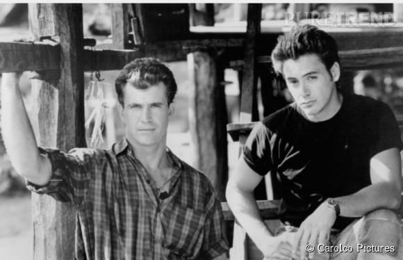 """Robert Downey Jr en 1990 aux côtés de Mel Gibson pour """"Air America""""."""