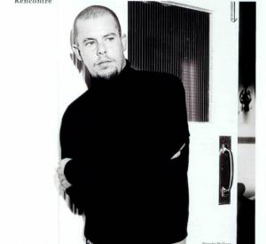 Notre rédacteur en chef mode/magazine, Patrick Cabasset, rencontre Alexander McQueen au printemps 2003 (L'Officiel de la Mode, mars 2003).