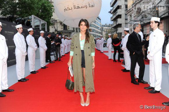 Géraldine Nakache chic et cool à l'inauguration de l'hôtel Peninsula à Paris le 16 avril 2015.