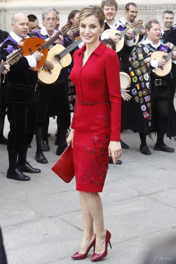 Letizia Ortiz, muy caliente en tailleur rouge.