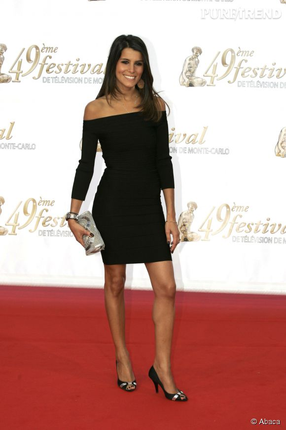Karine Ferri sexy dans Robe noire moulante au Festival TV de Monte Carlo en juin 2009.