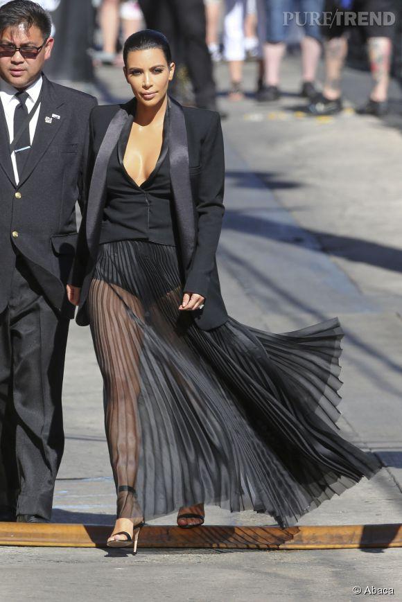 Kim Kardashian a mis une culotte gainante pour se rendre chez Jimmy Kimmel, cherchez l'erreur...