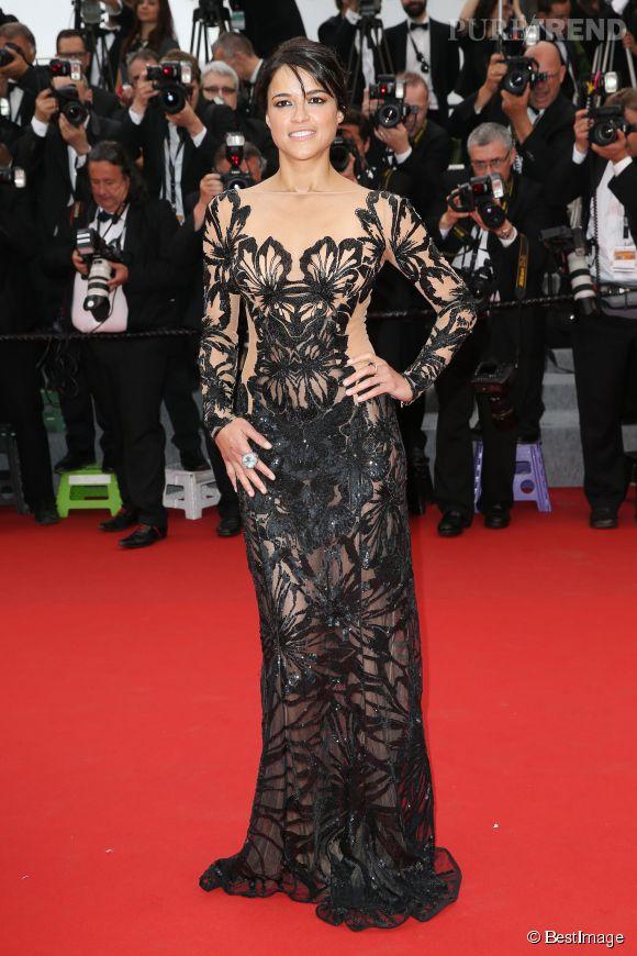 """Michelle Rodriguez en robe Zuhair Murad et bijoux De Grisogono lors de la montée des marches de """"Mad Max : Fury Road"""" ce jeudi 14 mai 2015, au Festival de Cannes."""