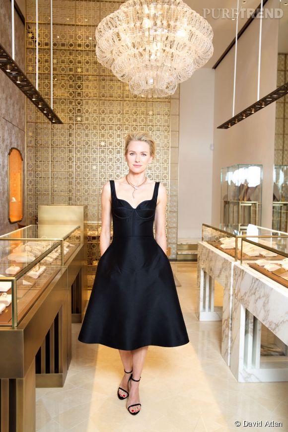 """Naomi Watts a porté une robe Rochas et un sublime collier """"Serpenti"""" de Bulgari pour inaugurer le nouvel écrin de la maison à Cannes."""