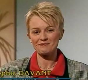 """En 1987, Sophie Davant fait ses premiers pas dans l'émission """"Télématin"""" où elle présente la météo."""