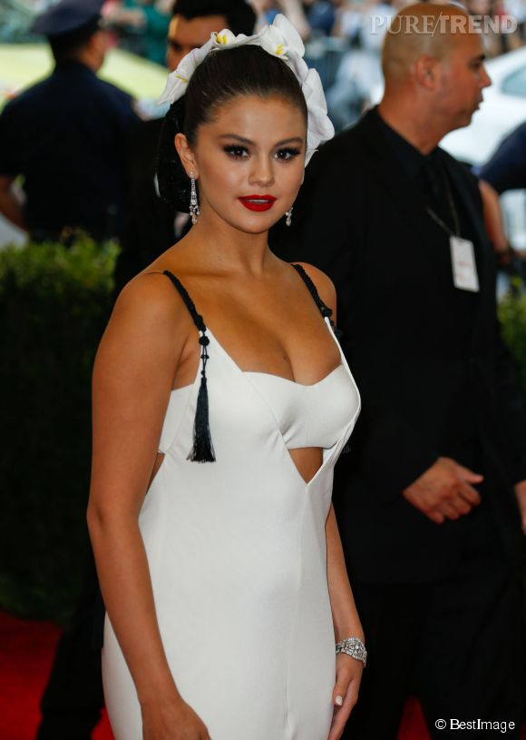 Selena Gomez a pris du poids, ce qui se voit peu sur les red carpets mais sur Instagram, elle s'est dévoilée pulpeuse en maillot. Elle aime sa silhouette.