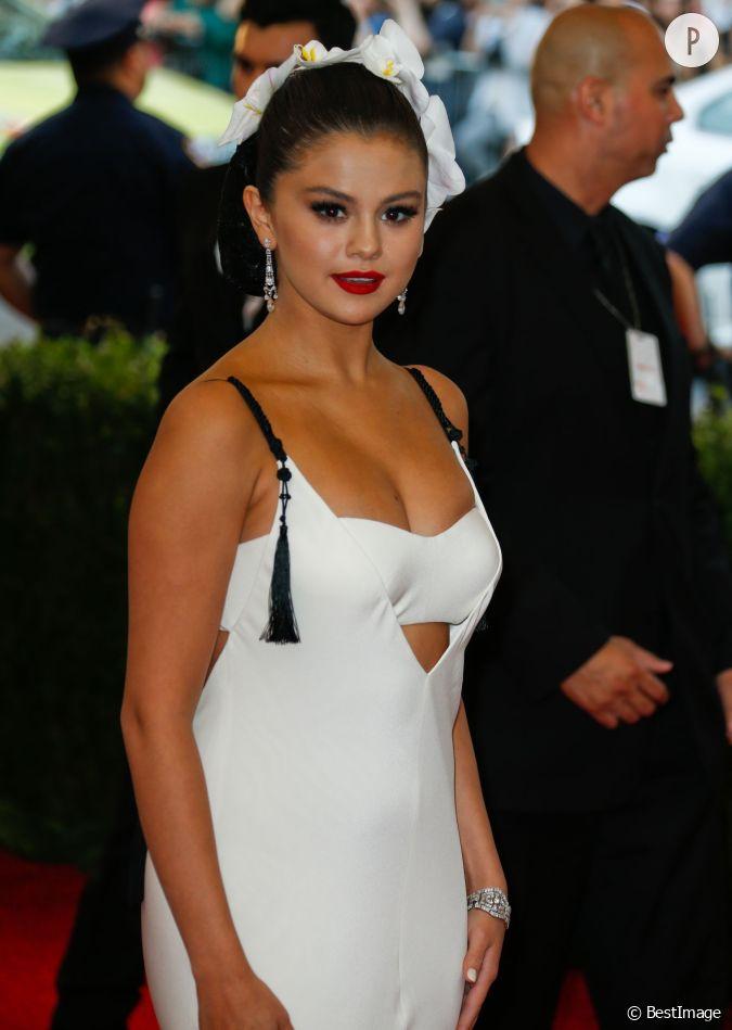 Selena gomez a pris du poids ce qui se voit peu sur les red carpets mais sur instagram elle s - Rihanna poids taille ...