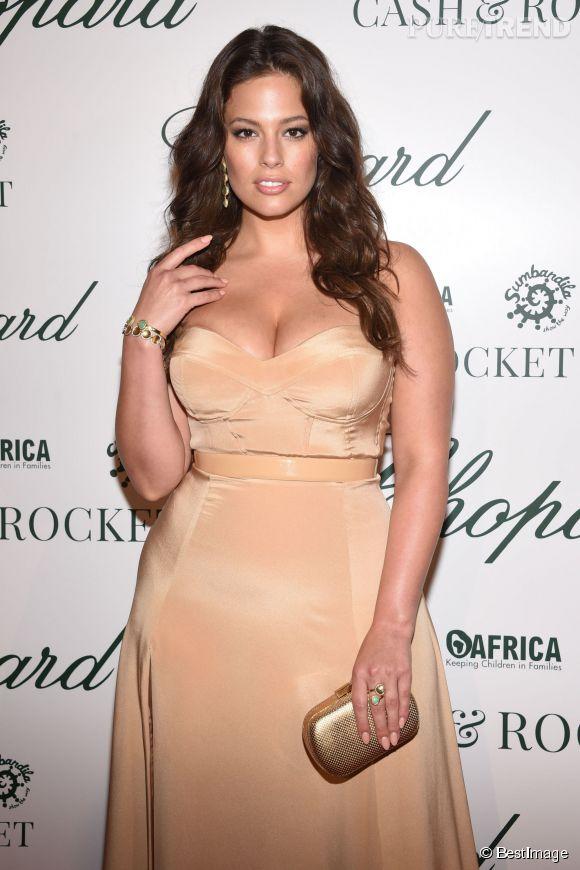 Ashley Graham, totalement canon à la soirée Chopard organisée mardi soir à Cannes.