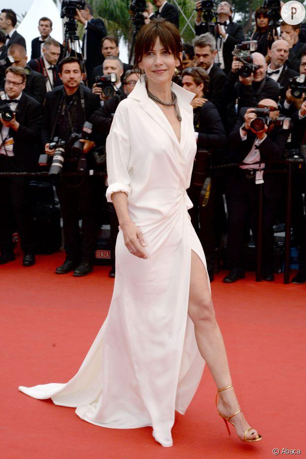 Sophie Marceau, sexy mais élégante, elle trouve l'équilibre parfait.