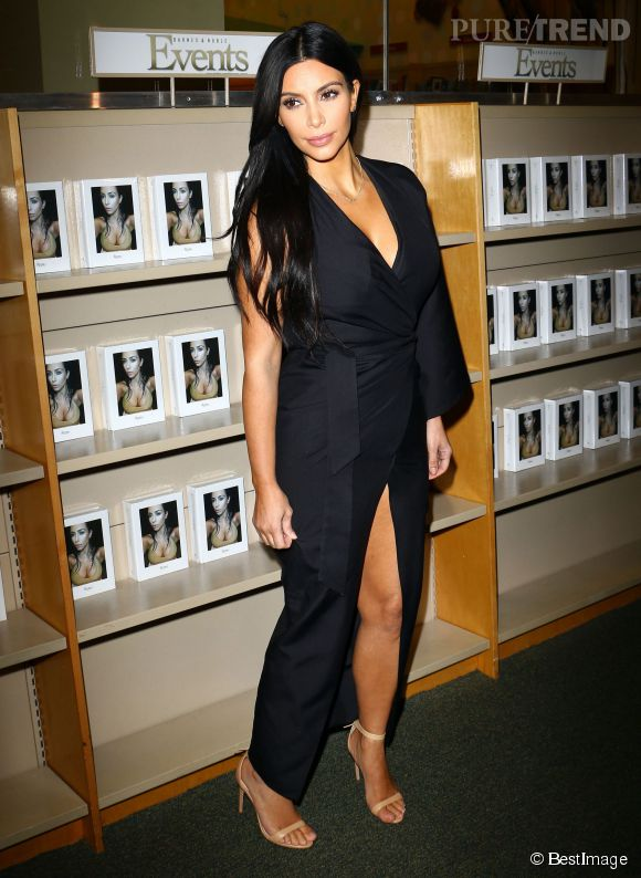 """Kim Kardashian est enceinte de son deuxième enfant, elle l'a annoncé dans """"Keeping up with the Kardashians""""."""