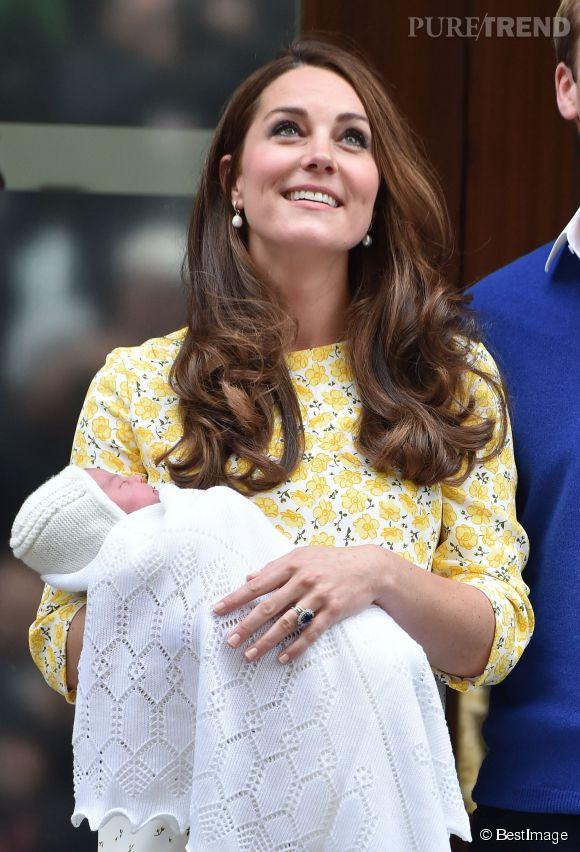Kate Middleton a accouché il y a seulement un mois mais sa mère aimerait déjà la revoir enceinte !