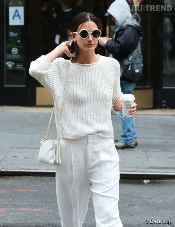 Lily Aldridge, le total look blanc confort et chic qu'on copie.