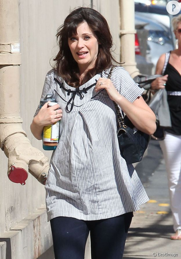 Zooey Deschanel enceinte, à Hollywood le 26 mars 2015.