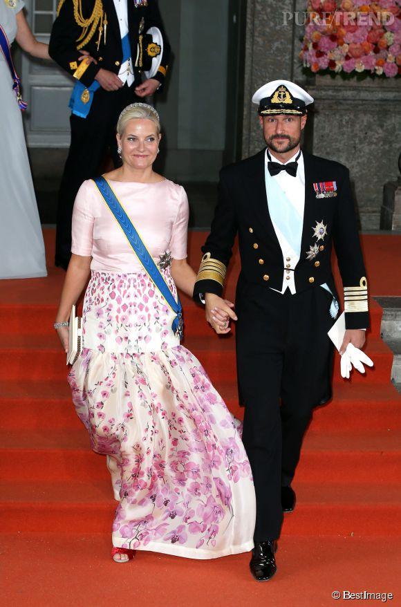 Mette-Marit de Norvège et son mari se sont rendus au mariage de Carl Philip de Suède et de Sofia Hellqvist.