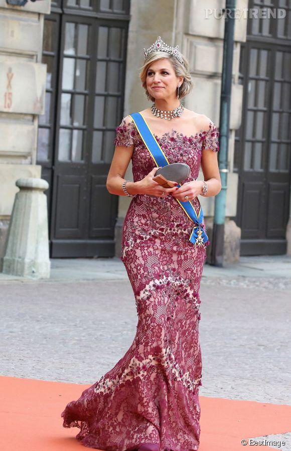 La reine Maxima des Pays-Bas, toujours aussi lookée pour le mariage de Carl Philip de Suède et de Sofia Hellqvist.