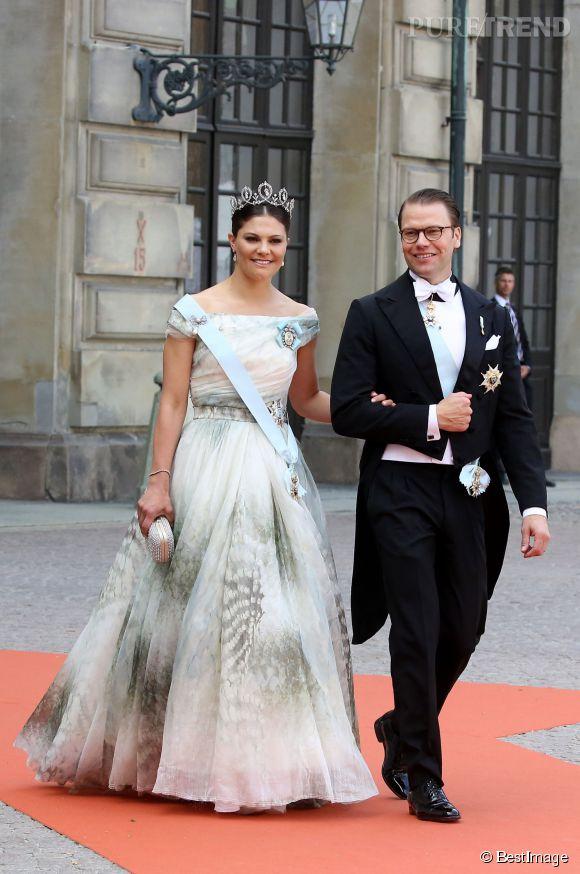 La grande soeur de Carl, la princesse Victoria de Suède, avec son mari au mariage princier à la chapelle du Palais Royal de Stockholm.