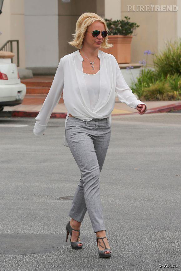 Britney Spears a mis le paquet sur la tenue mais sa coiffure laisse à désirer. On ne peut pas tout avoir.