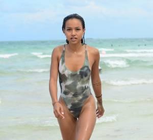 Karrueche Tran a dégainé le maillot de bain une pièce imprimé militaire.