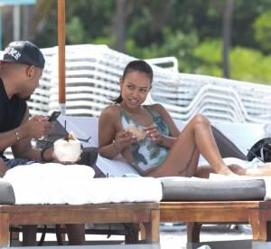 Karrueche Tran avec des amies à Miami pour une après-midi plage.
