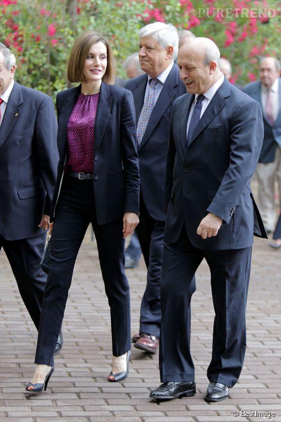 Letizia d'Espagne, reine classe pour une réunion.