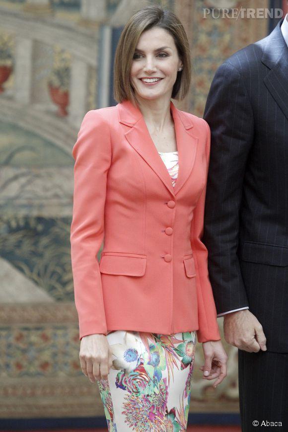 Letizia d'Espagne, rayonnante et glamour dans un blazer corail.