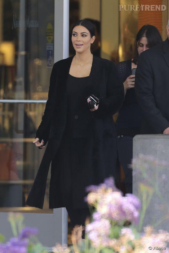 Kim Kardashian fait du shopping à Los Angeles le 17 juin 2015.