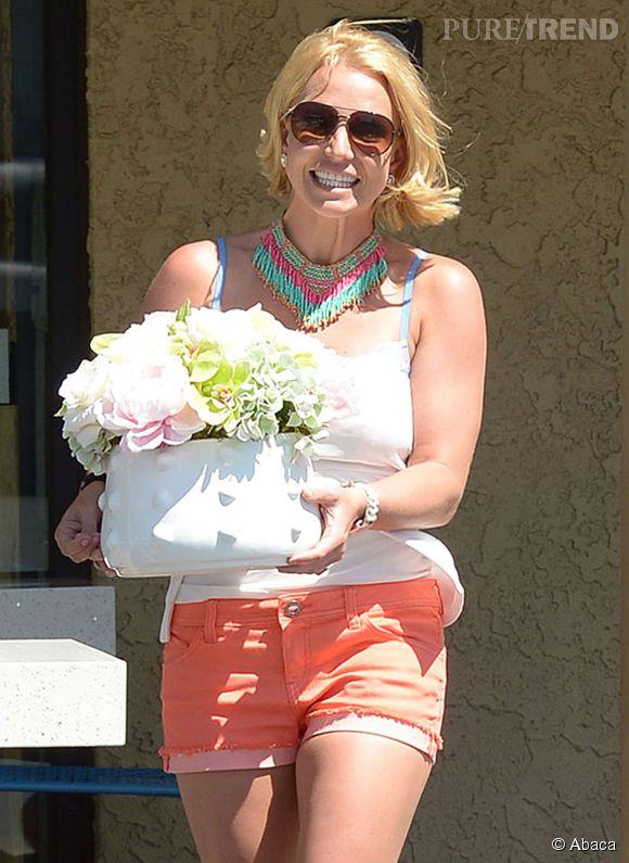 Britney Spears a le sourire mais une allure effroyable. Elle s'en moque, elle est heureuse comme ça !