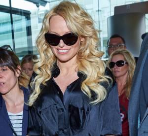 Pamela Anderson : satin noir et crinière blonde, le retour d'une playmate ?
