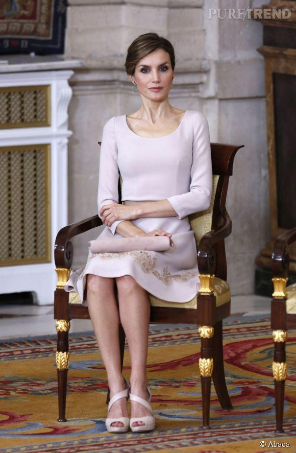 Letizia d'Espagne, la perfection faite femme lorsqu'il s'agit d'accompagner le Roi Felipe en représentation officielle à Madrid, vendredi 19 juin 2015.