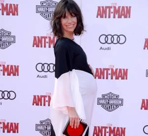 Evangeline Lilly sublime dans sa robe drapée.