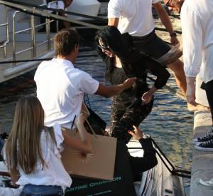 Cher s'offre une petite balade en bateau.