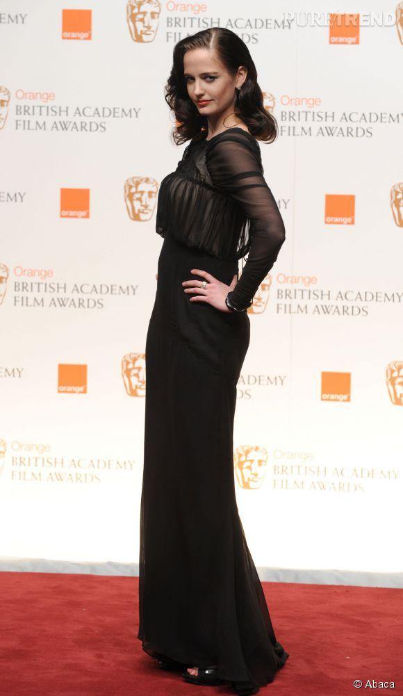 Le regard de braise et le charme envoûtant d'Eva Green sont indéniables.