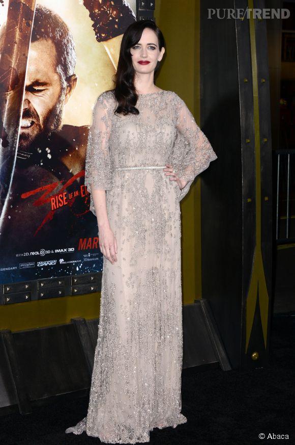 """Pour la promotion du film """"300"""", Eva Green porte une jolie robe brodée de diamants."""