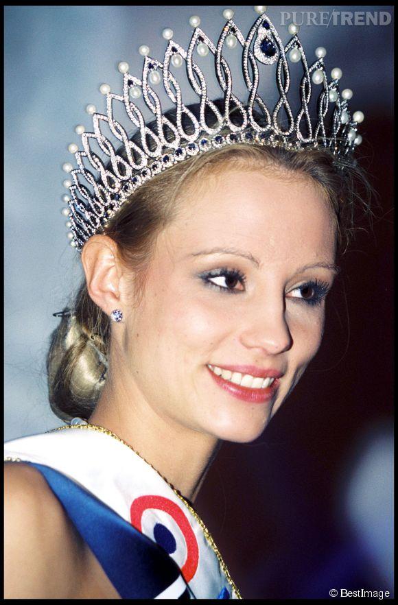 Elodie Gossuin, le soir de son couronnement. Le mascara semble avoir un peu coulé !