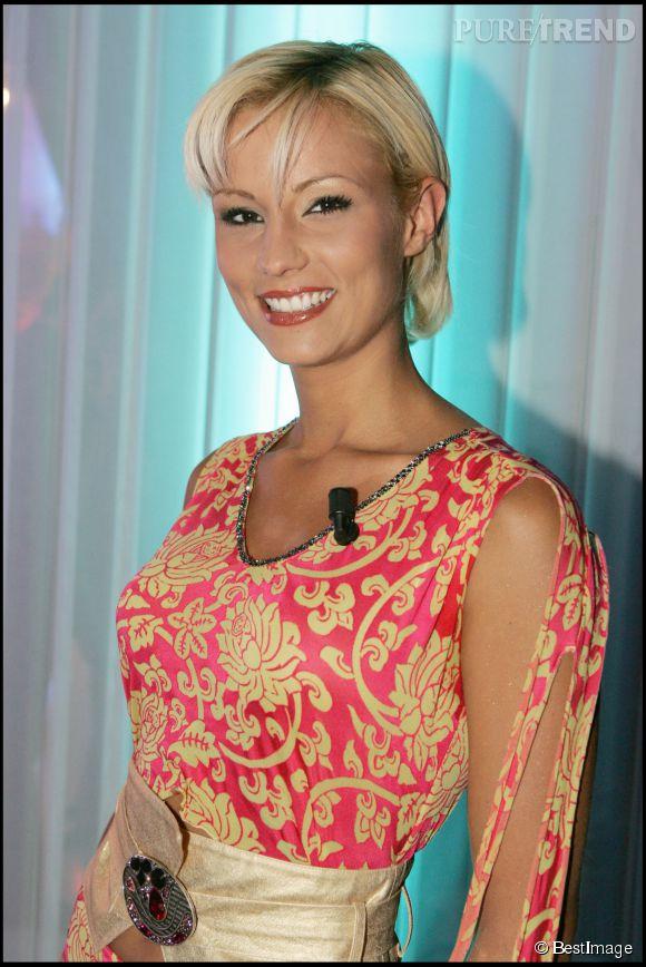 Elodie Gossuin coupe tout en 2005 et le résultat est ravissant. L'ex-miss porte très bien les cheveux courts.