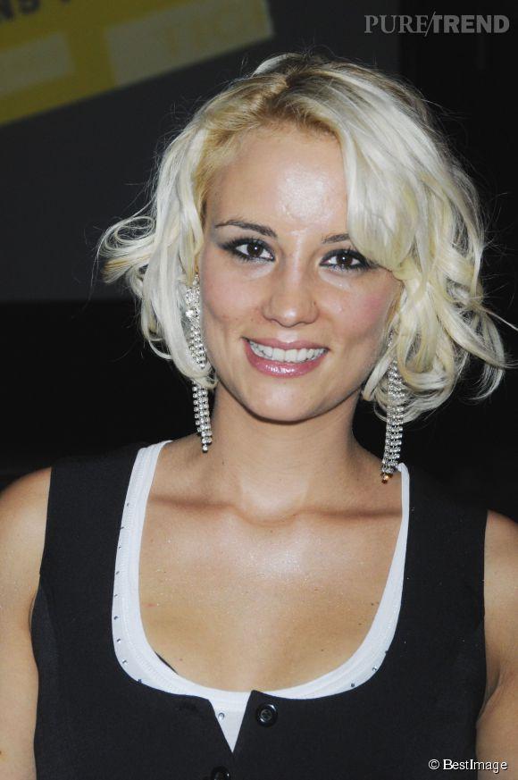Elodie Gossuin passe au blond polaire en 2008. La coupe au carré est réussi, le blond, un peu moins.