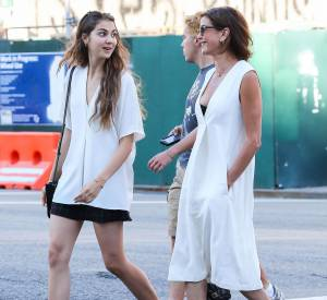 Teri Hatcher et Emerson Tenney, dans les rues de New York ce jeudi 13 août 2015.