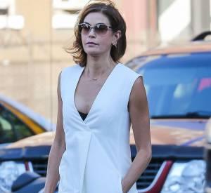 En robe minimaliste blanche, l'ex-Desperate Housewives Teri Hatcher était canon ce jeudi 13 août 2015.