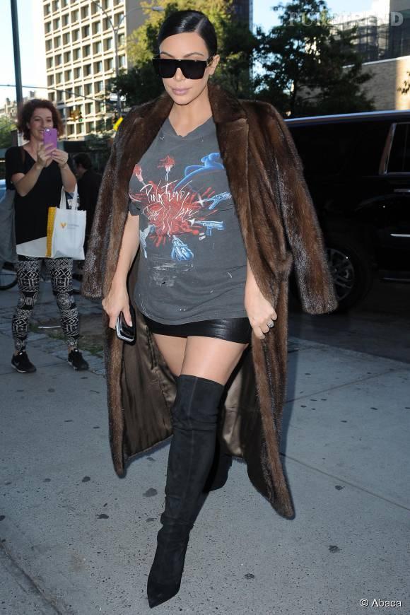 Kim Kardashian dans un look beaucoup trop osé.