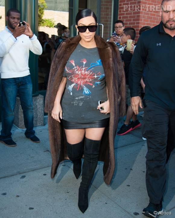 Kim Kardashian dans un look provoc'.