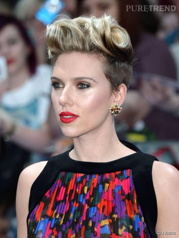 Scarlett Johansson a osé raser les côtés de sa chevelure.