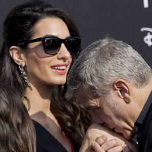 Pour sa femme Amal Clooney, George Clooney se plie à ses contraintes d'emploi du temps.