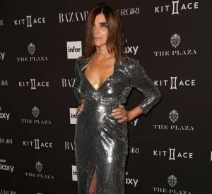 Carine Roitfeld opte pour la robe glitter sexy.
