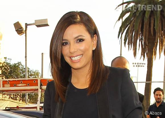 eva longoria mise sur une coupe mi longue d grad e puretrend. Black Bedroom Furniture Sets. Home Design Ideas