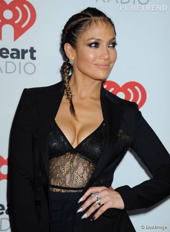 Jennifer Lopez afait frémir l'objectif des photographes avec son décolleté de folie !