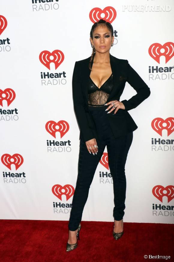 Jennifer Lopez sexy en diable pour le iHeartRadio festival à Las vegas, samedi 19 septembre 2015,