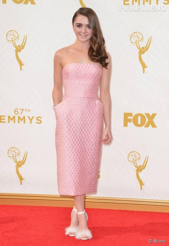 """Top    Maisie Williams de """"Game of Thrones"""" version chic et bubblegum."""