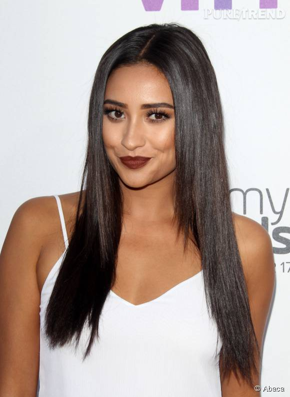 Shay Mitchell sublime avec ce make up très glamour.