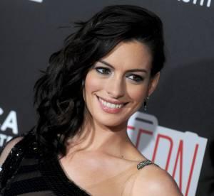 Anne Hathaway : méconnaissable dans sa robe noire très sexy à New York