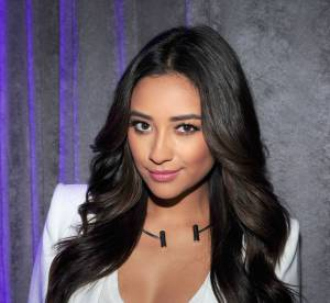 Shay Mitchell, toujours plus sexy : son décolleté plongeant affole NY